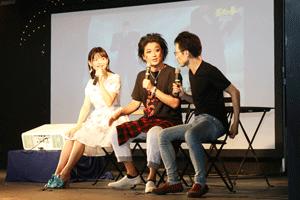 上坂すみれさん(左)、佐藤せつじさん(中)、鹿住朗生監督(右)の楽しいトーク