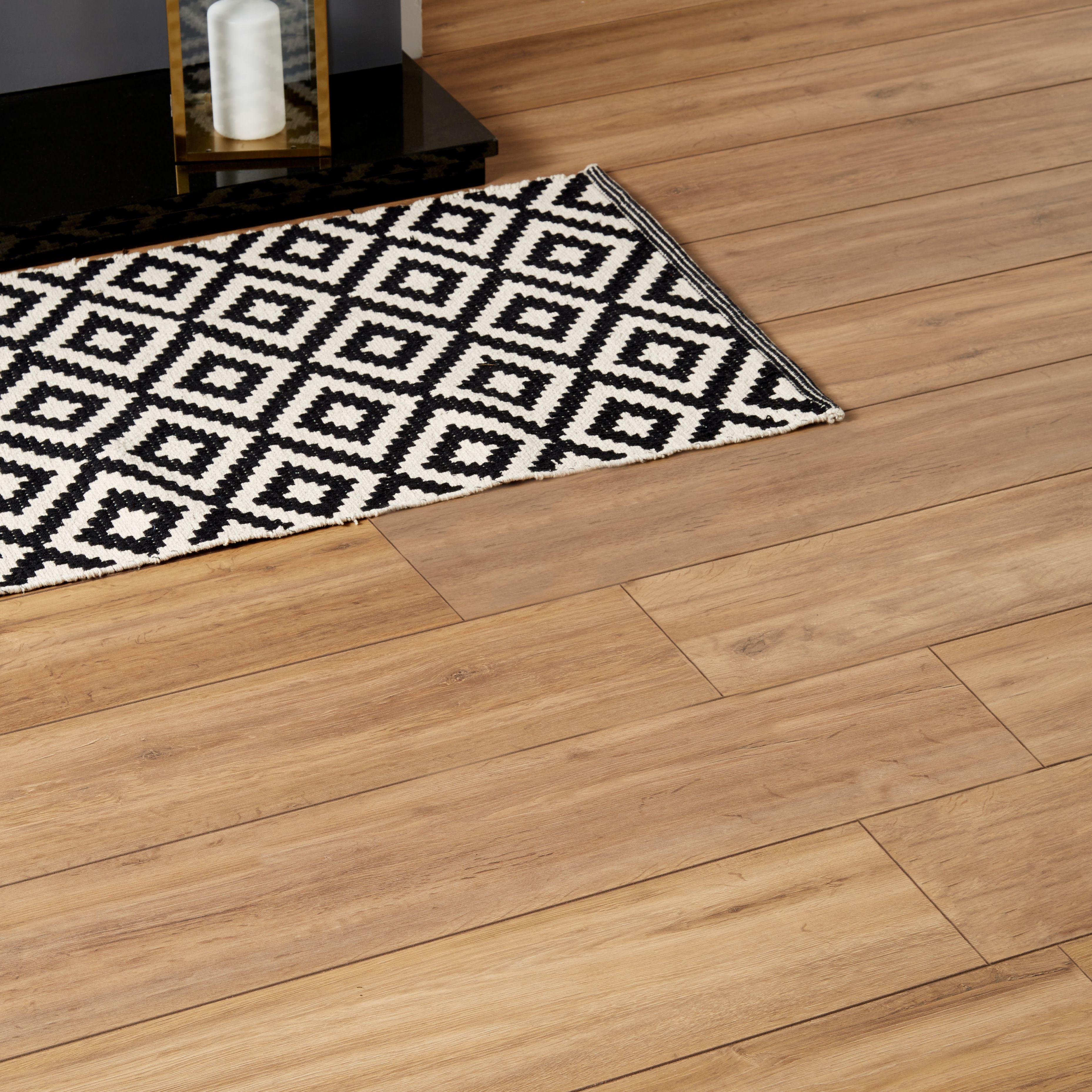 Devonport Natural Oak Effect Laminate Flooring M² Pack - Cheap laminate flooring packs