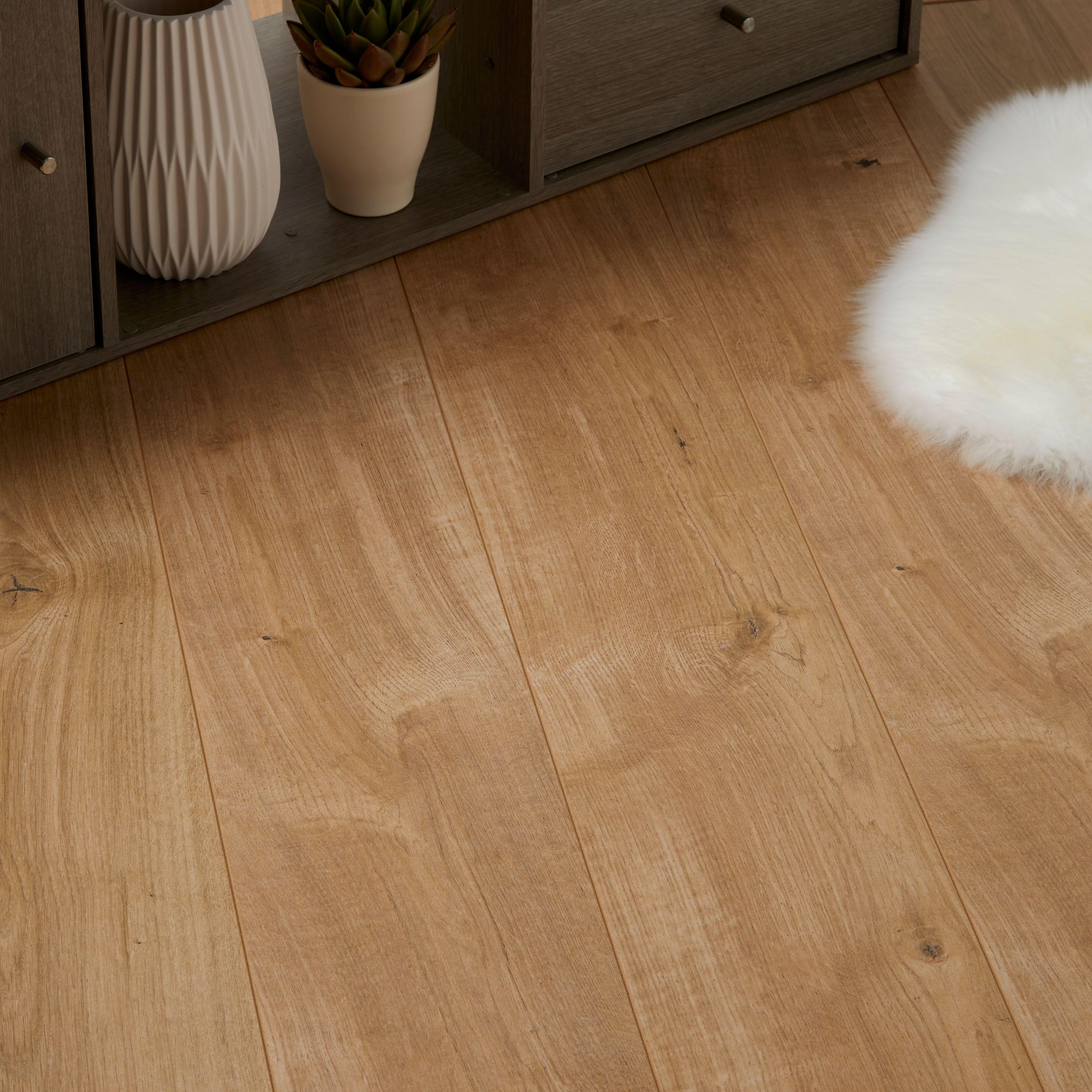 Gladstone Natural Oak Effect Laminate Flooring 1 996 M² Pack