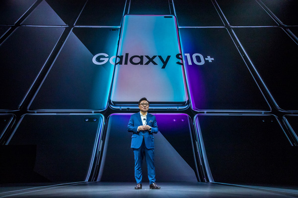 Samsung unveiling the Galaxy S10 at its Unpacked Event 2019