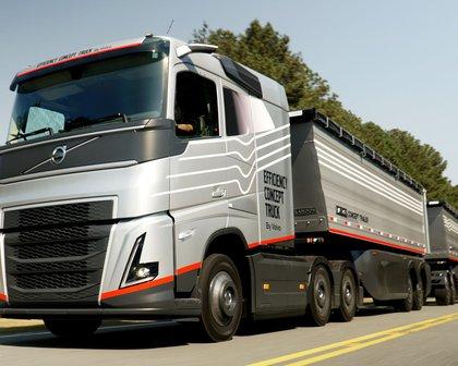 Volvo testa caminhão do futuro, que tem placas solares e foi criado no Brasil