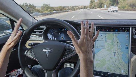 Com Autopilot, da Tesla, motoristas ficam mais desatentos