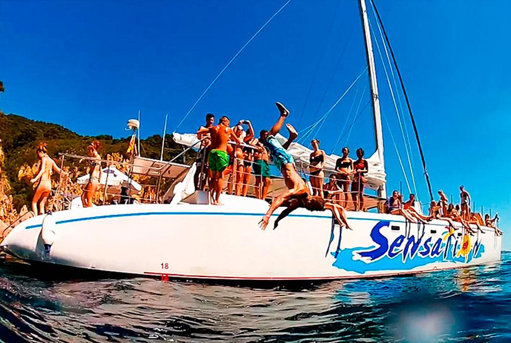 Despedida de soltero Barcelona fiesta en catamarán