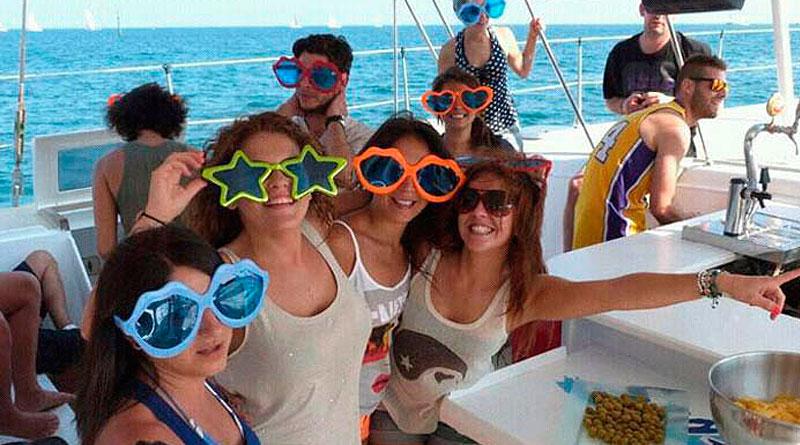 fiestas en catamarán en Barcelona