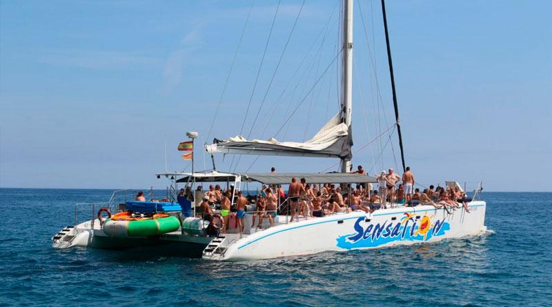 Resacón en Barcelona, fiesta en catamarán