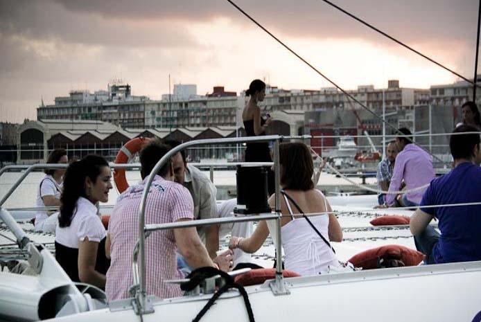 Catamarán y fiesta en barco Valencia