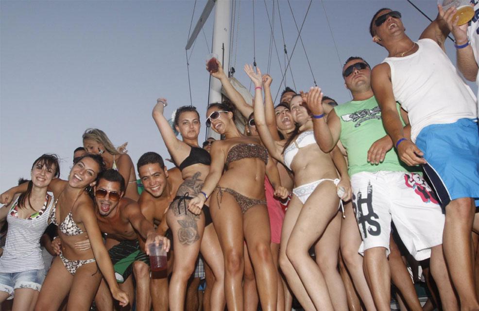 Fiestas en barco el Curiosity Barcelona