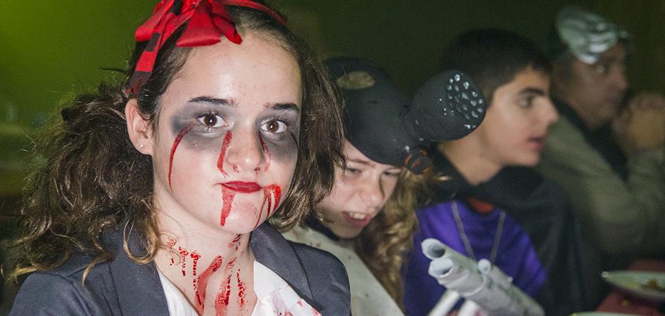fiesta halloween niños en restaurante con espectáculo Barcelona