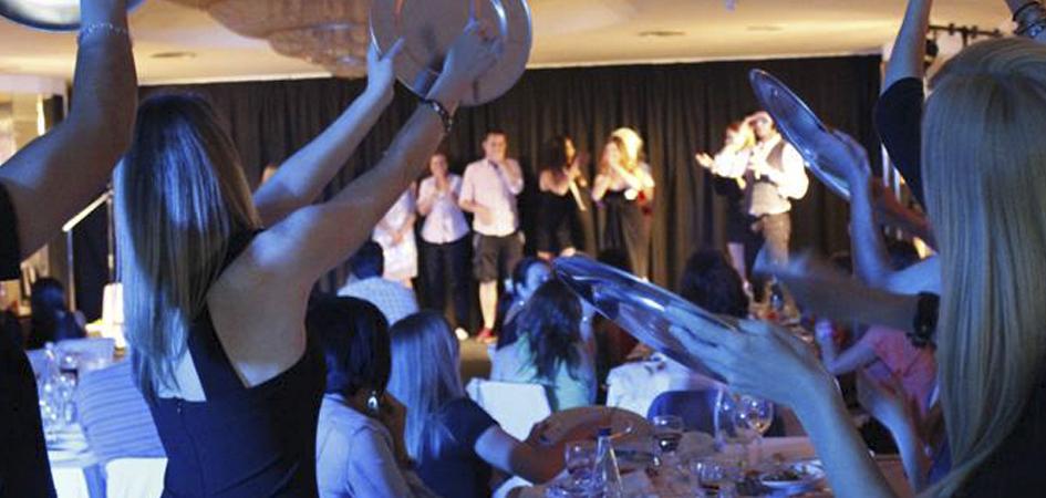Cena con espectáculo para parejas en Bilbao