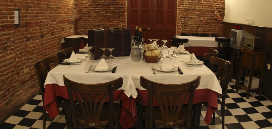 Restaurante con cena y juego de escapismo