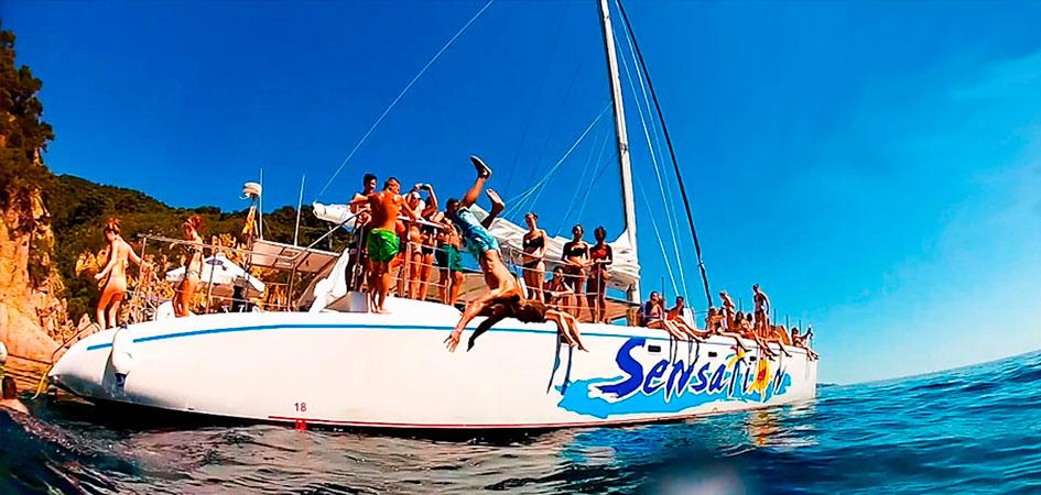 Despedidas de soltero y soltera en catamarán en Barcelona