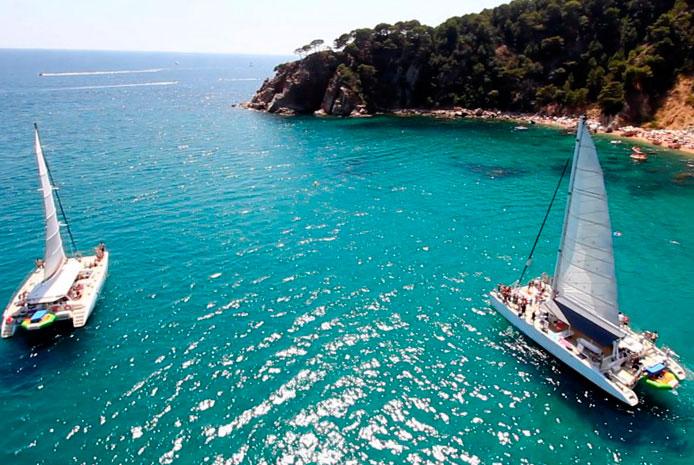 Despedida de soltera en catamarán Barcelona