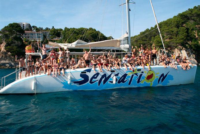 Despedida de soltero en catamarán Barcelona