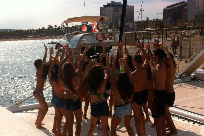 Fiestas en catamarán Barcelona
