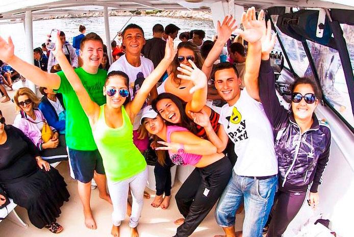 Fiestas de de despedida en catamarán Barcelona