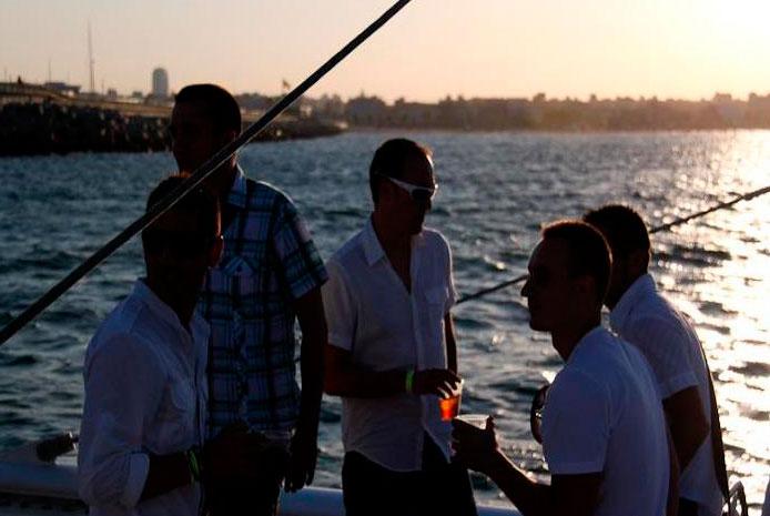 Fiestas de de despedida en catamarán Valencia