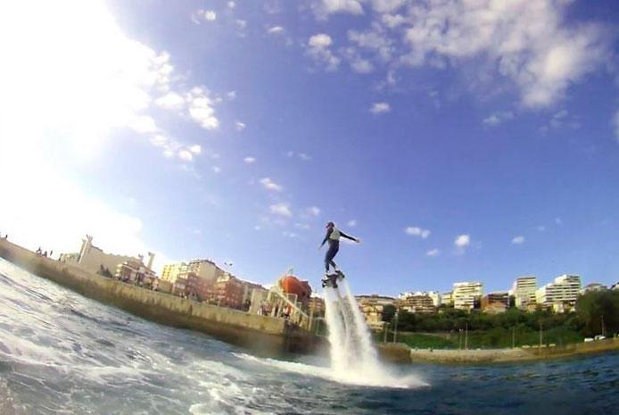 Flyboard sobrevuela las aguas en Valencia