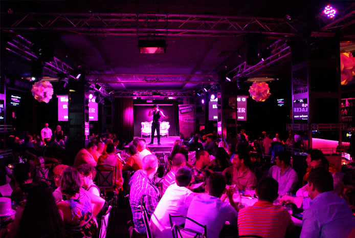 Restaurante erótico con show de boys elegante en Valencia