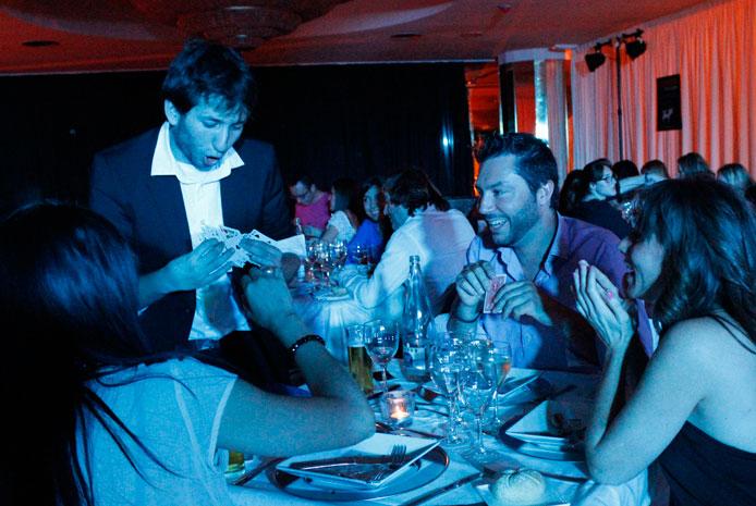 Restaurante espectaculo con magia Valencia