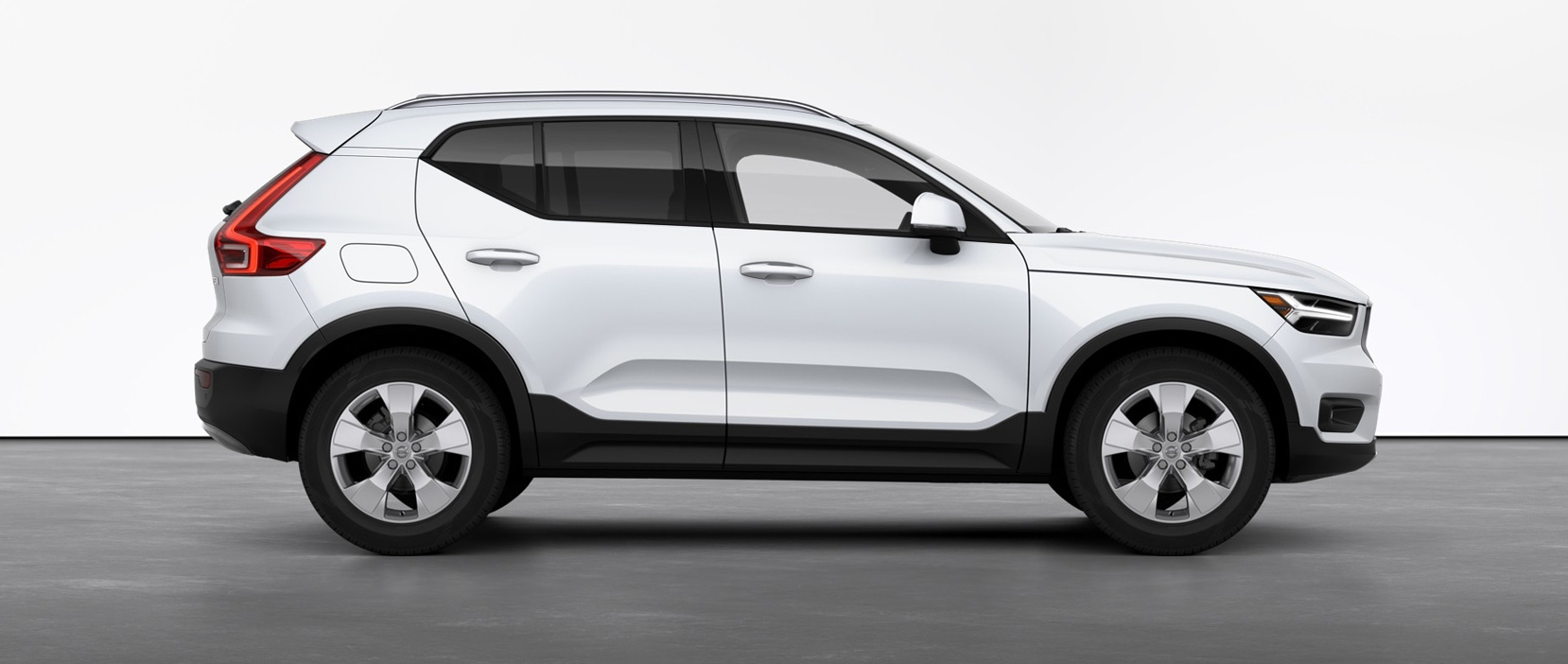2021 Volvo XC40 T5 AWD Momentum in Meredith, NH