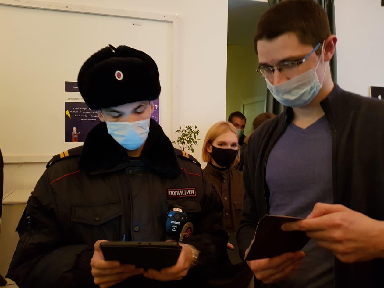 В Петербурге разогнали вечер в поддержку политзаключенного