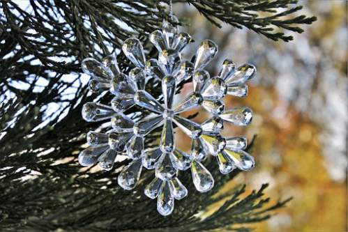 Pallina per albero e forma di cristallo di neve