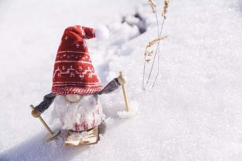 Babbo Natale continua a sciare