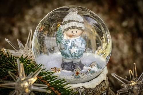 Addobbi Natalizi : sfera con neve e bambino