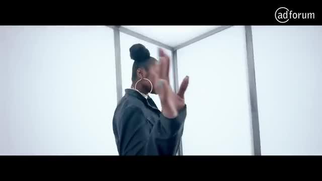 Volume Shake Mascara feat Cara Delevingne