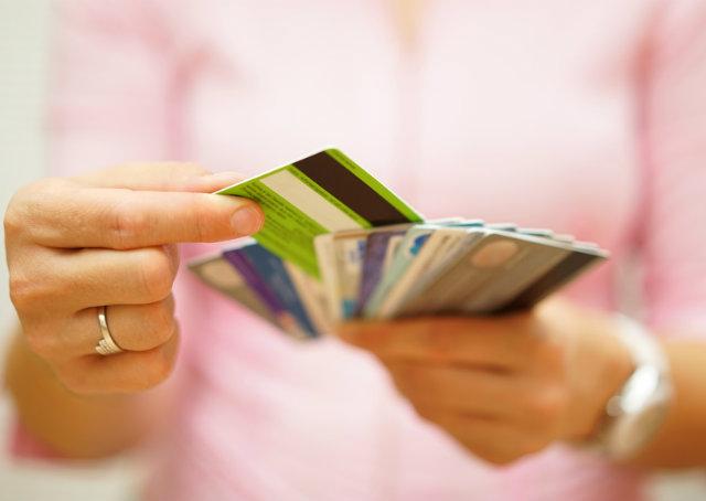 Sete motivos que levam as pessoas a gastarem mais do que ganham e se endividarem