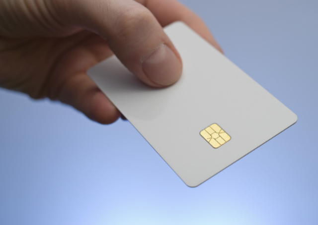 Brasileiros terão documentos unificados em identidade com chip