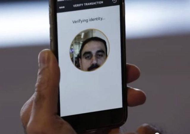 MasterCard usa selfie como senha para compra online