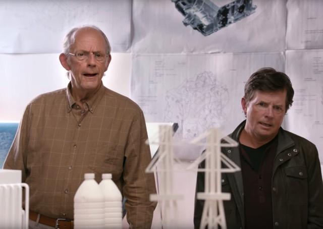 """""""Marty McFly e Doc Brown"""" se encontram em 2015 para uma surpresa tecnológica"""