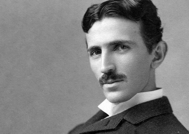 Nikola Tesla descreveu o smartphone e a transmissão de dados sem fio em 1926
