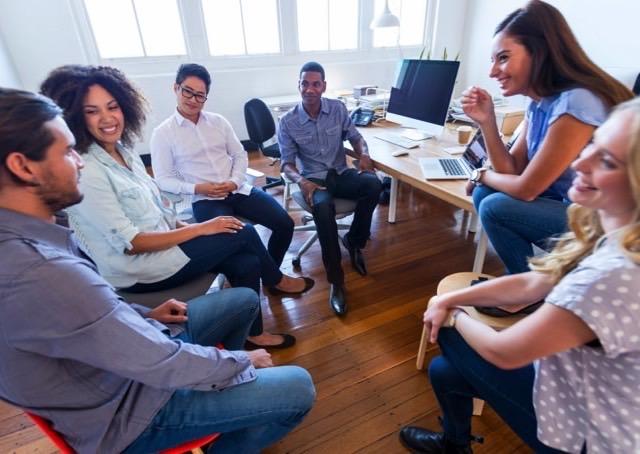 Somente 2 a cada 10 trabalhadores acreditam que seus chefes os motivam, aponta pesquisa