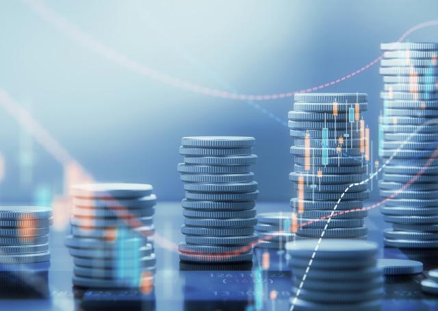 diferença entre corretoras de investimentos e bancos - Pilhas de moedas