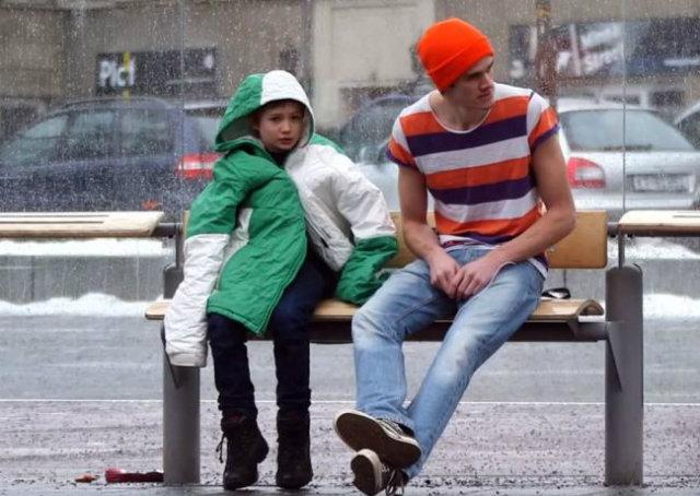 Como você reagiria se encontrasse uma criança passando frio?