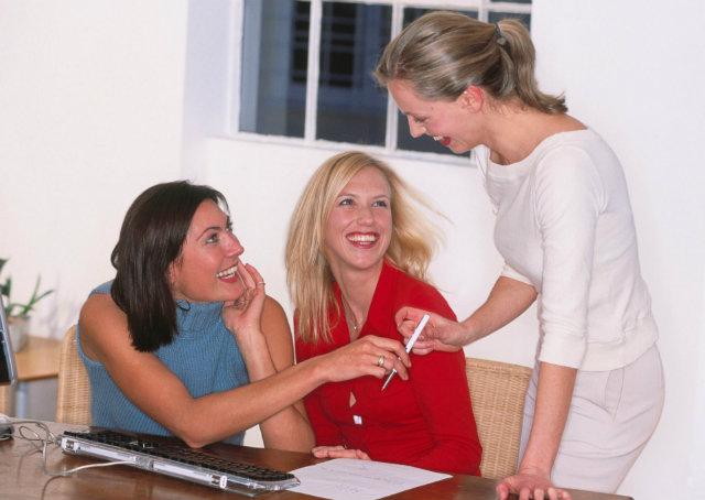4 regras para ter amigos no trabalho quando você é o chefe