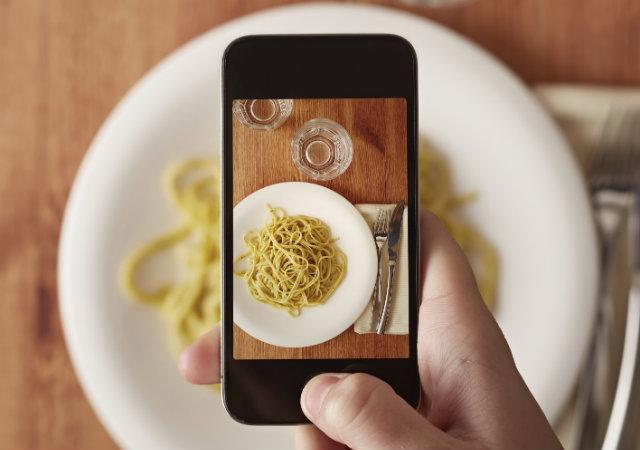 Clientes pagam conta em restaurante com fotos no Instagram