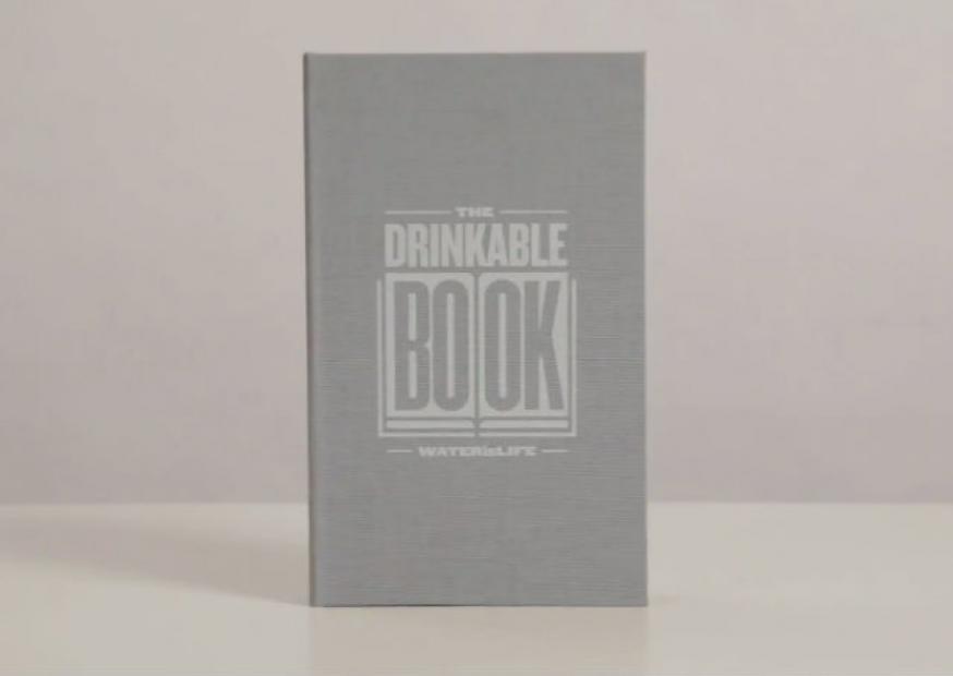 """""""Drinkable Book"""": o livro que mata as bactérias da água"""