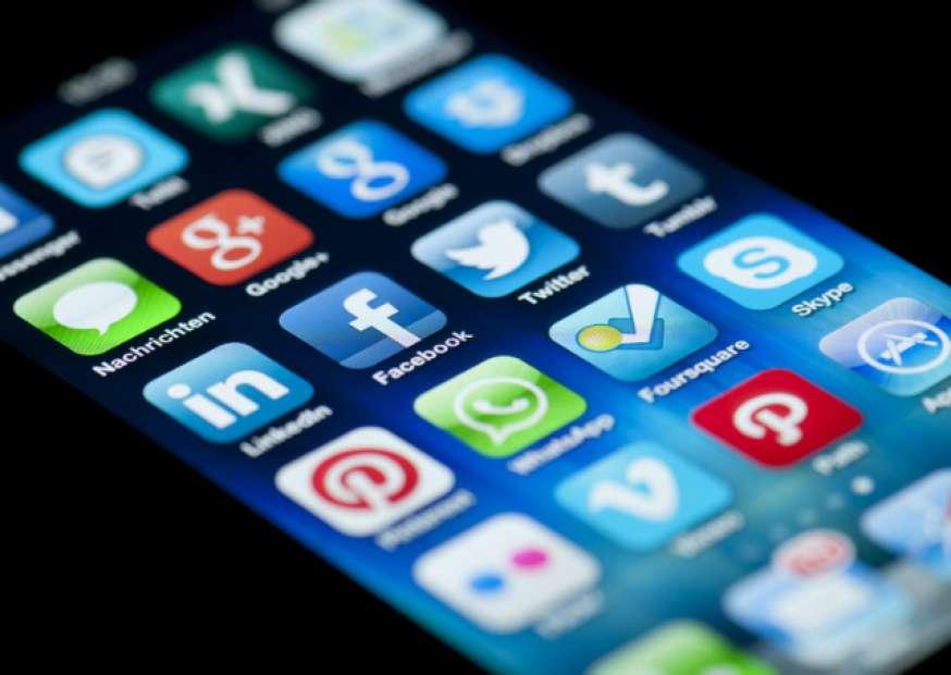 Sua vida na web é real? Saiba o que pode estar por detrás de posts no Facebook.