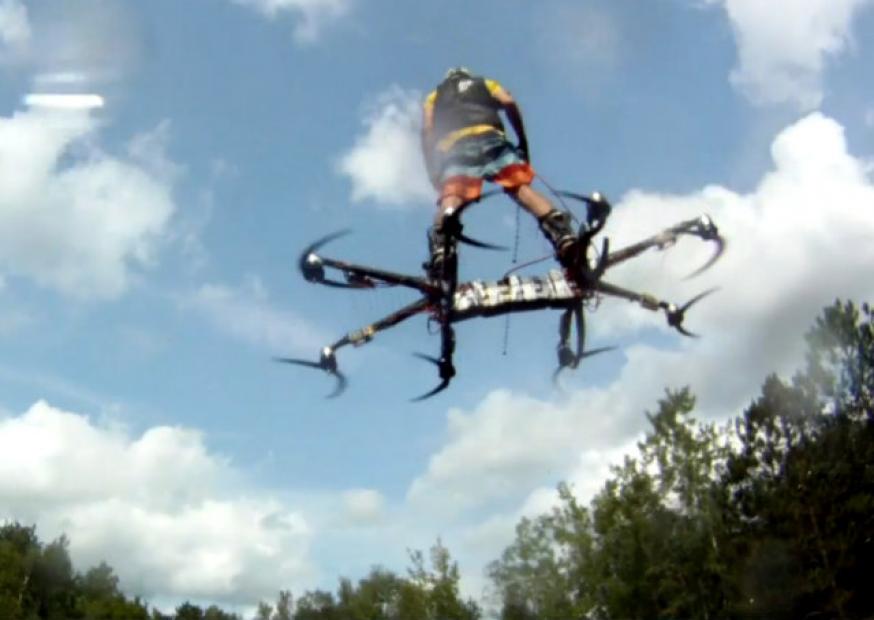 Canadense testa novo protótipo de hoverboard