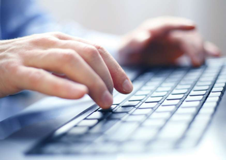 É possível trabalhar e ganhar dinheiro pela internet?