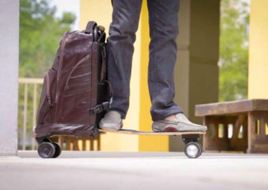 Brasileiros arrecadam mais de US$ 140 mil em projeto de mochila-skate