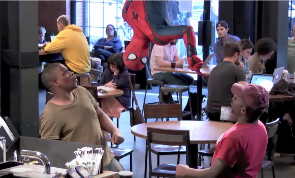 Ação de marketing leva Homem-Aranha a cafeteria e isso nem é a melhor parte