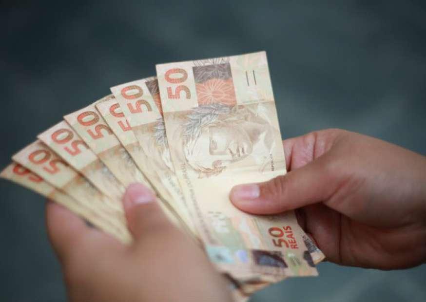 60% dos brasileiros que economizam escolhem a poupança para guardar dinheiro