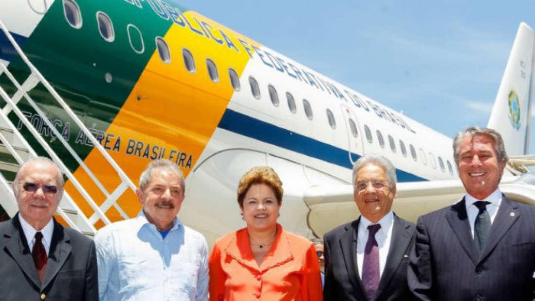 Gafe? Ex-presidentes e Dilma posam sorrindo em embarque para velório de Nelson Mandela
