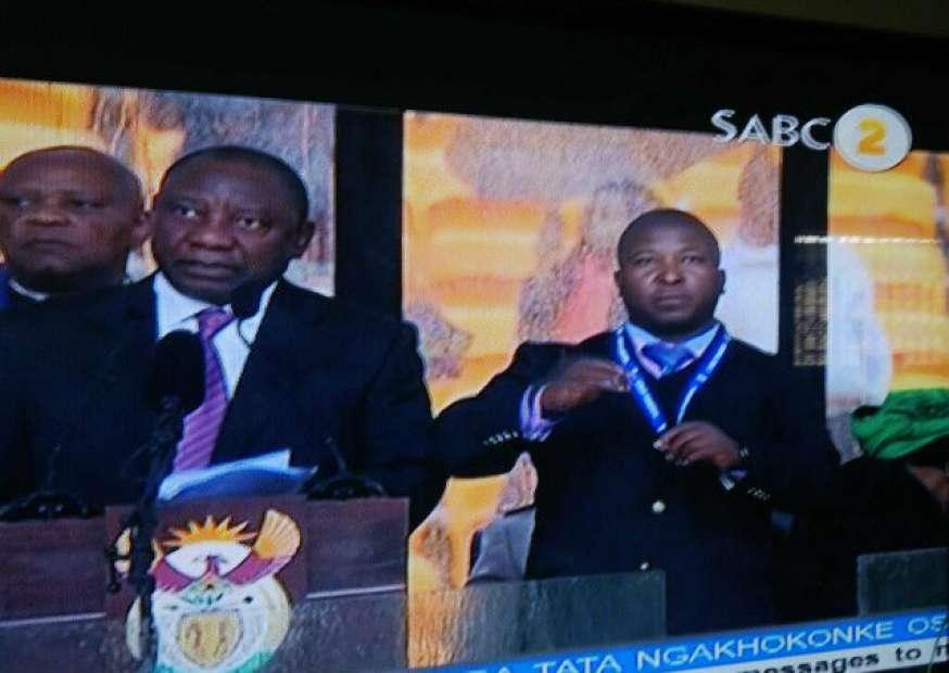 Intérprete de sinais usado em homenagem a Mandela era um impostor