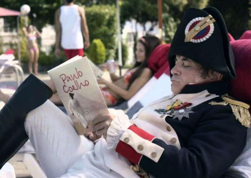 Propaganda da Coca-Cola traz Napoleão e Joana d'Arc para o mundo moderno