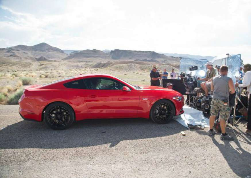 """Ford faz premiére de """"Need For Speed"""" para promover novo Mustang"""